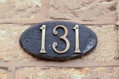 房子号码131标志固定在墙壁 免版税库存图片