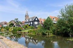 房子和一条运河全景在hisotric城市伊顿干酪,荷兰 免版税库存图片