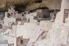 房子和住宅峭壁宫殿古老puebloan村庄在梅萨维德国家公园新墨西哥美国 免版税图库摄影