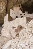 房子和住宅峭壁宫殿古老puebloan村庄在梅萨维德国家公园新墨西哥美国 免版税库存照片