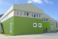 房子和夹克的新的绿色 免版税库存照片