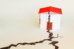 房子在地震倒塌了 免版税图库摄影