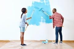 绘画房子夫妇 免版税库存图片