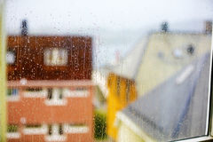 房子屋顶多雨天气的 免版税库存照片