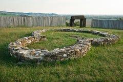 房子或教会,被破坏的城市的古老基础 免版税库存图片