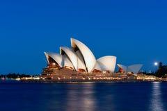 房子晚上歌剧悉尼 免版税库存照片