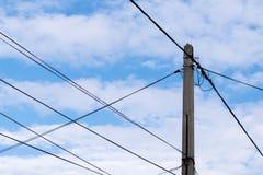 房子电源的电岗位有天空背景 库存照片