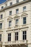 房子白色英王乔治一世至三世时期大阳台  免版税库存照片