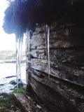 从房子的冰柱 库存图片