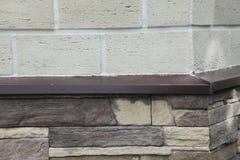 房子的壁角结构 纹理-人为装饰石头façade 灰色颜色概略的石墙背景纹理 库存照片