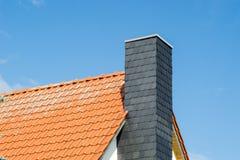 房子的屋顶和烟囱 图库摄影