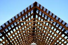 房子的屋顶的修理 免版税库存图片