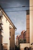 房子的屋顶莫斯科庭院垂直的 免版税库存图片