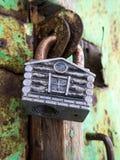 以房子的形式门锁 免版税库存图片