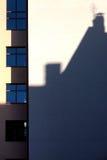 房子的影子在墙壁上的 库存照片