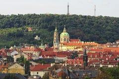 房子的红色铺磁砖的屋顶老部分的,布拉格,捷克 库存图片