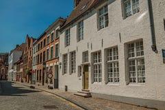 房子砖门面Flanders's地区的典型的样式的在布鲁日街道的  免版税图库摄影
