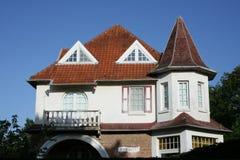 房子突壁窗 免版税库存照片