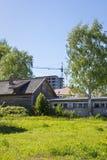 房子老和新的建筑学垂直  免版税图库摄影