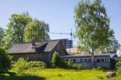房子老和新的建筑学  免版税库存图片