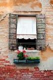房子老土气快门威尼斯视窗 免版税图库摄影