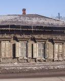 房子老木 30 50个阳台董事会城市修建了装饰要素世纪房子伊尔库次克俄国斯大林岁月 免版税库存照片