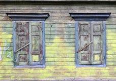 房子老百叶窗 库存照片