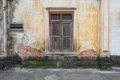 房子老视窗 免版税图库摄影