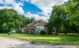 房子老路 农村风景在得克萨斯,美国 免版税库存照片