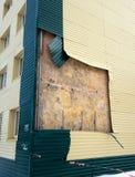 房子被撕毁一部分的镀层 图库摄影