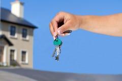 房子锁上新对您 免版税库存照片