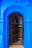 房子门在舍夫沙万,摩洛哥麦地那  免版税库存图片