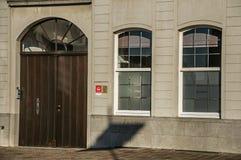 房子门面特写镜头在日落的在蒂尔特 库存照片