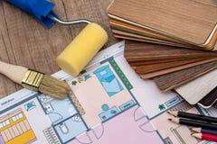 房子,铅笔单独计划有木样品的 库存照片