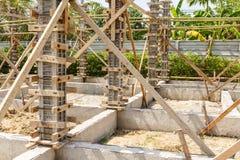 房子建筑的混凝土桩模子 免版税图库摄影