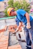 房子建筑的瓦工 免版税库存图片
