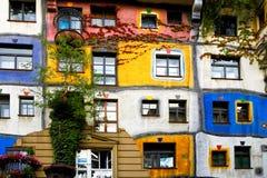 房子hundertwasser维也纳 免版税图库摄影