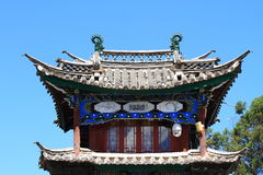 房子lijiang老镇,云南,瓷屋顶  免版税库存图片