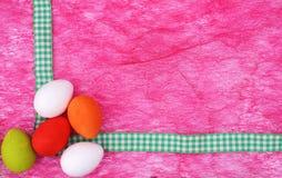 房客五颜六色的壁角复活节彩蛋 免版税库存照片