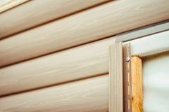 房屋板壁的设施在房子的门面的 免版税库存图片