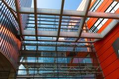 房屋板壁金属板,被装双面玻璃的窗口 免版税库存图片