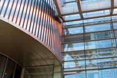 房屋板壁金属板,被装双面玻璃的窗口 免版税库存照片