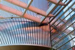 房屋板壁,金属板,被装双面玻璃的窗口 免版税库存图片