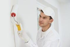 房屋油漆工在工作 库存照片