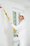 房屋油漆工在工作 免版税库存照片