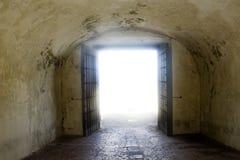 房间发光的坟茔 库存图片