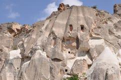 房间切开了成岩石-英国兰开斯特家族族徽谷, Goreme,卡帕多细亚,土耳其 免版税库存图片