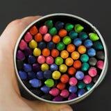 所有五颜六色的蜡笔表面 免版税图库摄影