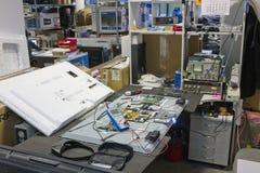 所有品牌电视修理的工作场所  库存图片
