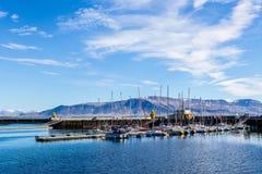 所有品牌钓鱼海港汽艇名字编号注册去除了雷克雅未克船小的游艇 库存照片